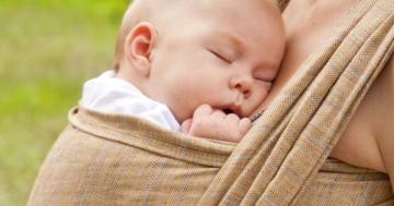 Immagine per l'articolo: Babywearing e Kangaroo mother care