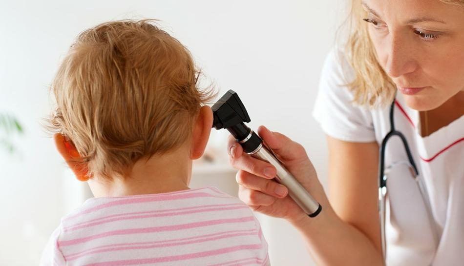 Controllo dell'otite tramite otoscopio