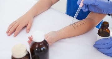 Braccio di persona sottoposta a test diagnostici per l'asma