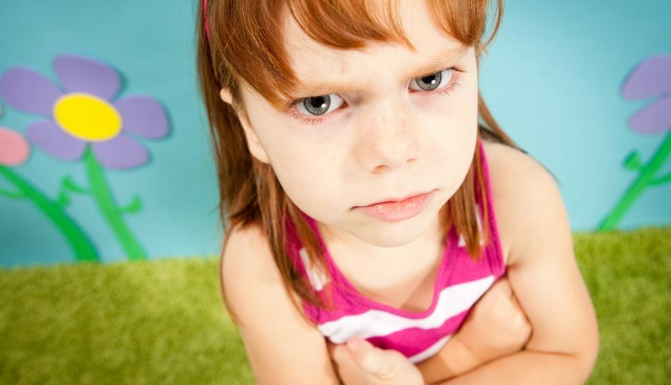 Bambina che prova rabbia