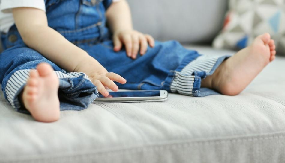 Bambini e smartphone: mai prima dei tre anni