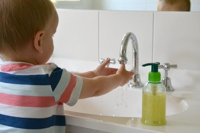 Una casa a misura di bambino cucina e bagno - Cambio pannolino in bagno ...