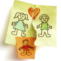 Disegno di una coppia in crisi con un figlio