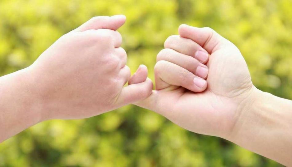Due bambini fanno la pace