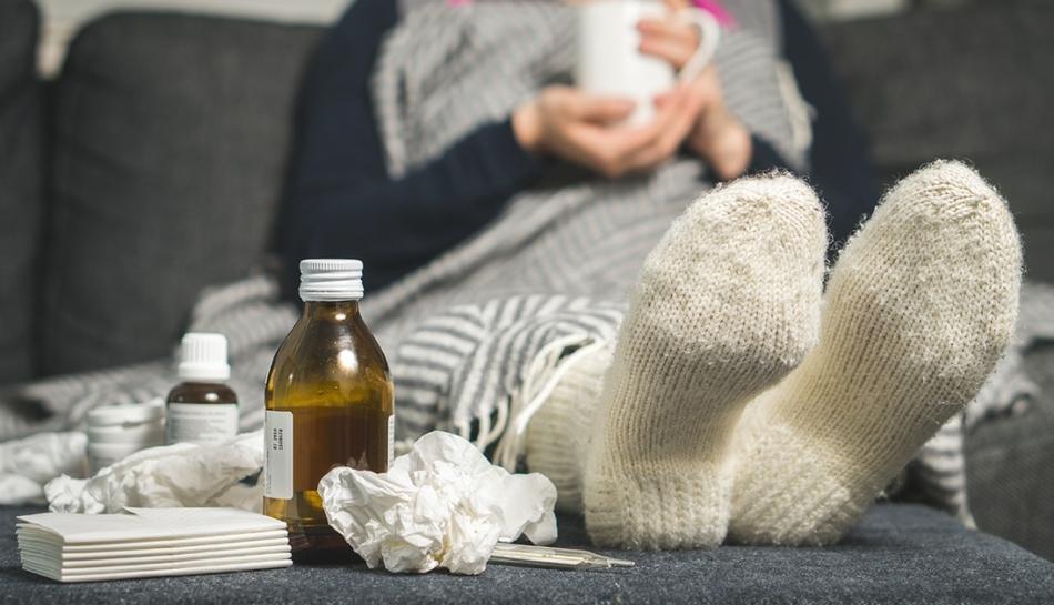 Donna affetta da influenza