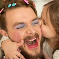 Per vero, per finta: genitori e figli giocano insieme