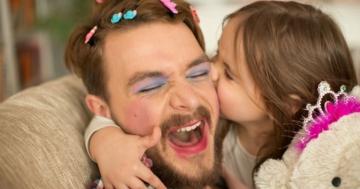 Immagine per l'articolo: Per vero, per finta: genitori e figli giocano insieme