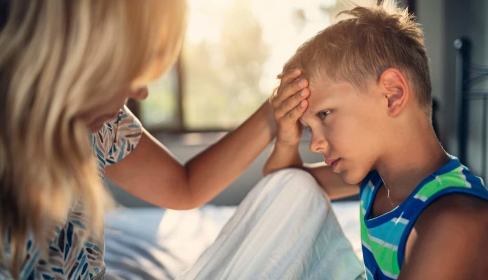 Bambino con sintomi della febbre