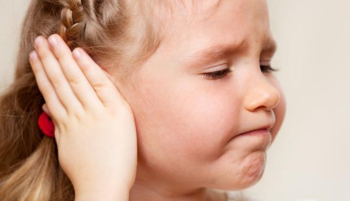 Dolore all'orecchio causato da otite purulenta