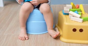 Bambino sul vasino per diarrea e stitichezza