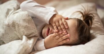 Bambina ha difficoltà a prendere sonno
