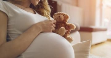 Donna durante il terzo trimestre di gravidanza