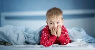 Bambino che ha difficoltà col sonno