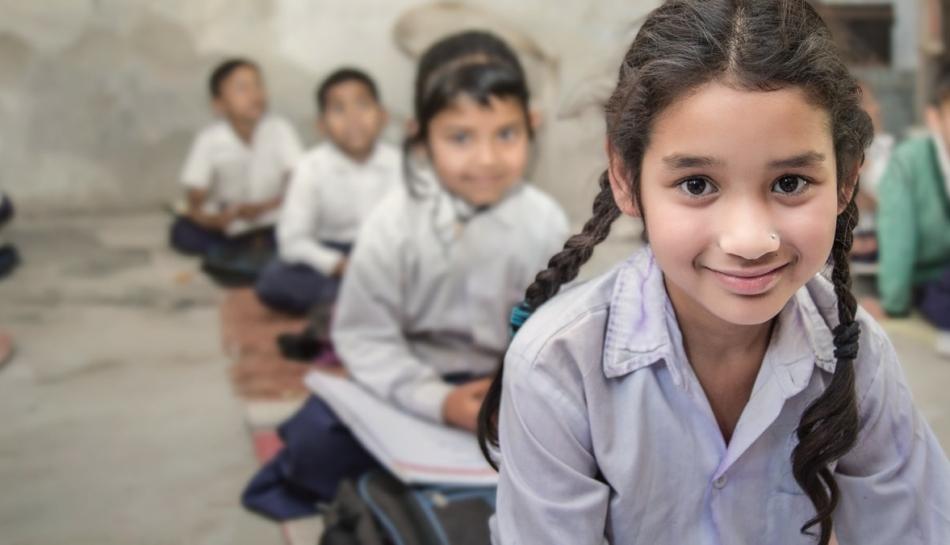 Bambine e bambini indiani in classe