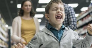 Bambino urla in un supermercato