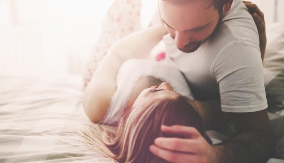 Coppia durante un momento di intimità