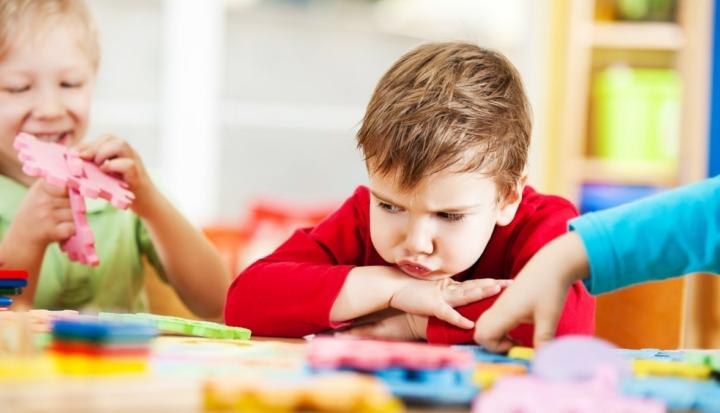 Bambino con ADHD a scuola